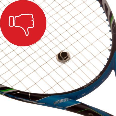 Mauvais position d'un antivibrateur sur une raquette de tennis